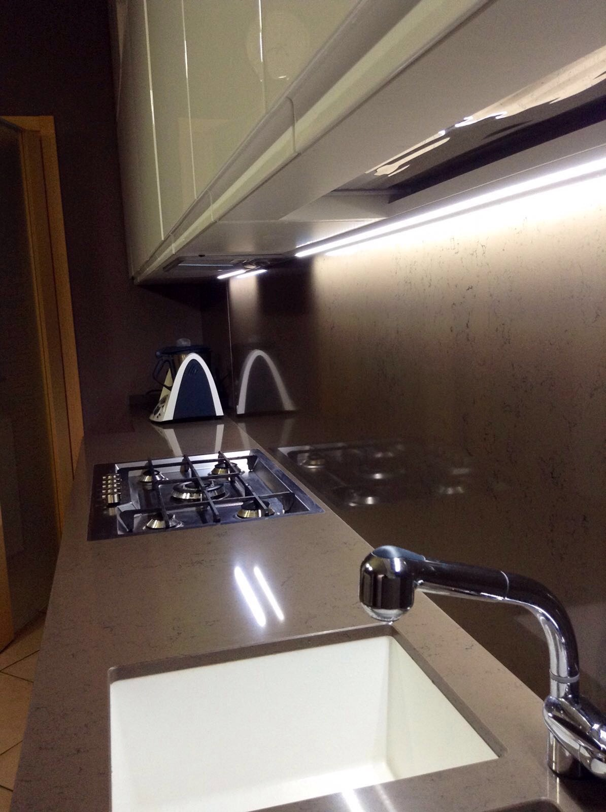 Cucina minimal moderna basile for Cucina minimal
